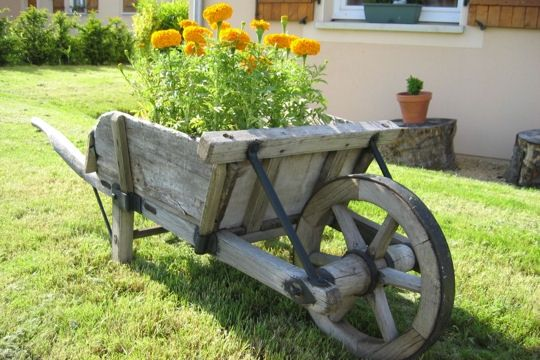 Brouette en bois gardening pinterest brouette brouette en bois et en bois - Brouette en bois de jardin ...