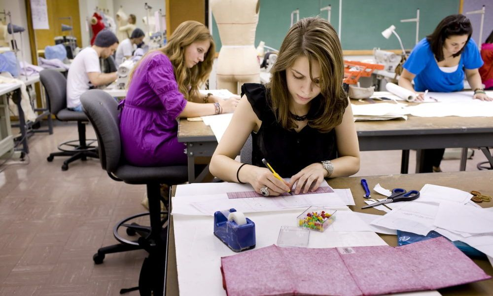 This Article Will Shed Light On Some Of The Reasons Fashion Enthusiasts Should Study The Program From The Best Schools In The U Fashion Design Fashion Design Classes Summer Courses