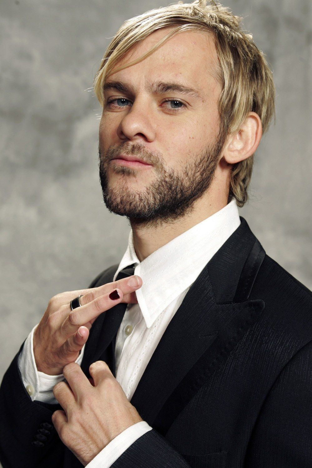 Dominic Monaghan Hairstyle » Hairstyles for Men. Suit and tie, beard ...