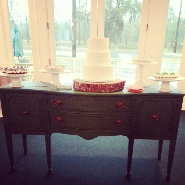 Use A Country Sideboard For A Beautiful, Southern Wedding