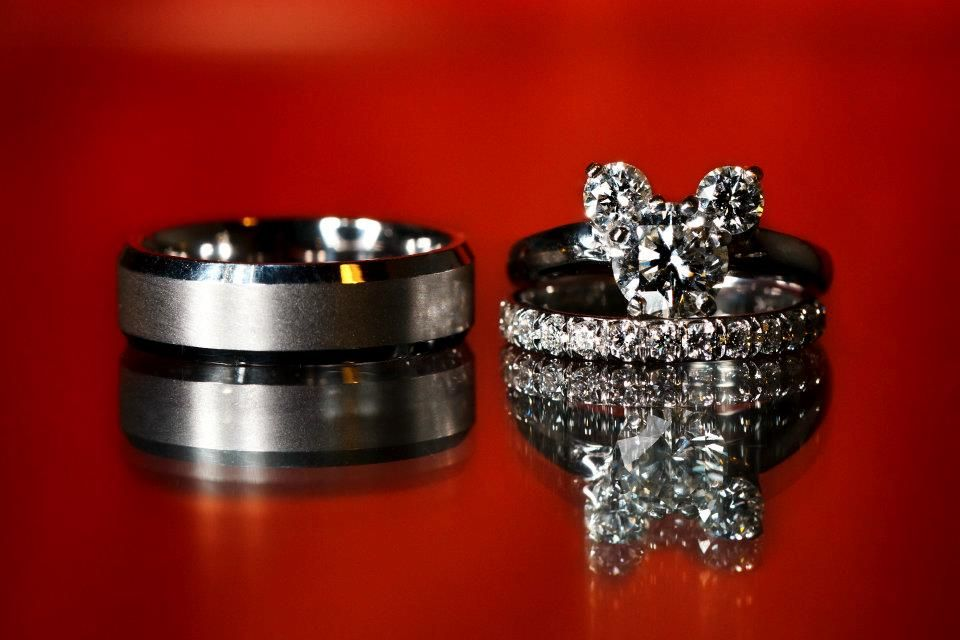 I swear to god if a guy got down and one knee and proposed to me with this ring I would say yes, even if I didn't know how or didn't like him..haha <3 <3 <3