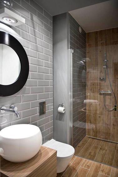 du carrelage mtro gris dans une salle de bain en bois