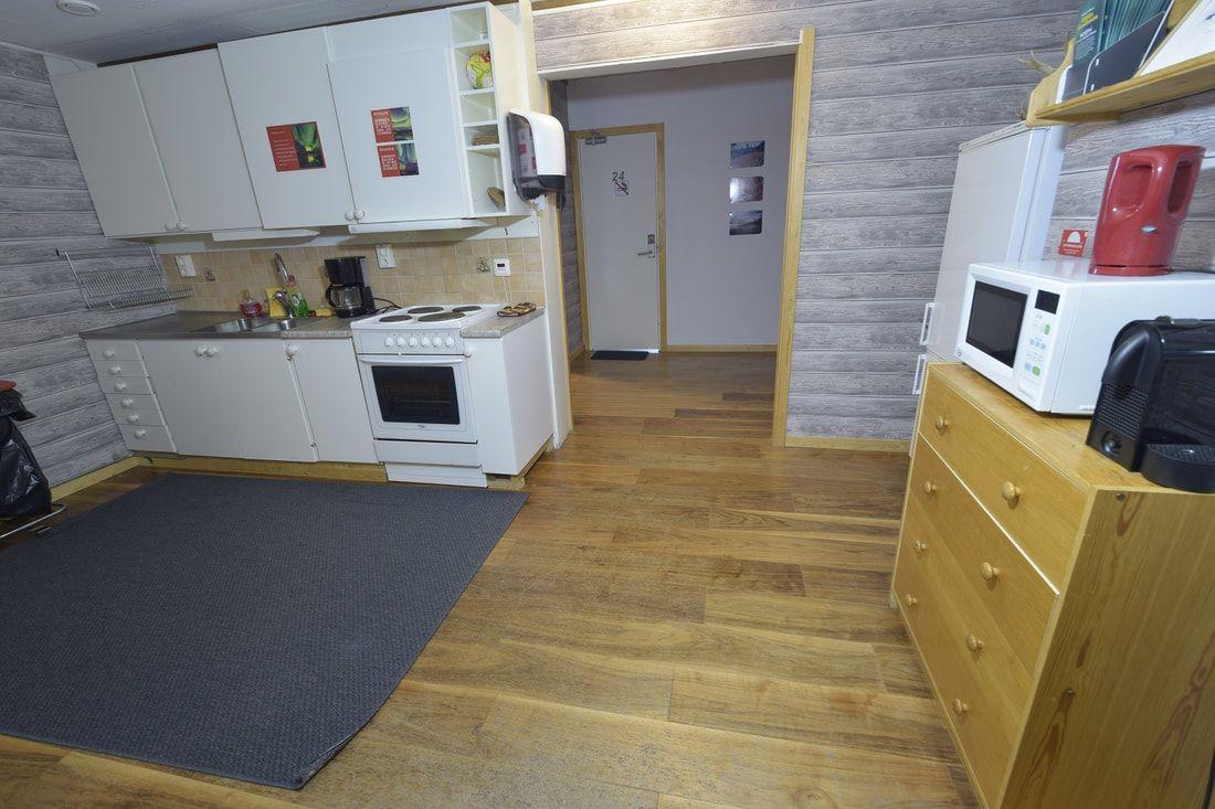 Drei Bett Zimmer In Einem 3 Zimmer Appartement Allergikerfreundlich Gemeinschaftskuche 7 12 M Zimmer In Einem 3 Zimme Room Kitchen Kitchen Island