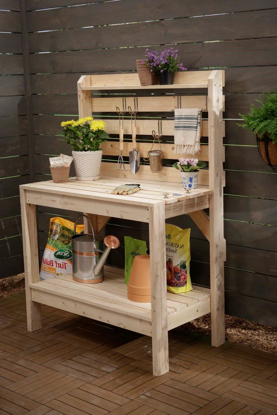 Pallet potting bench with sink potting for Garden potting bench designs