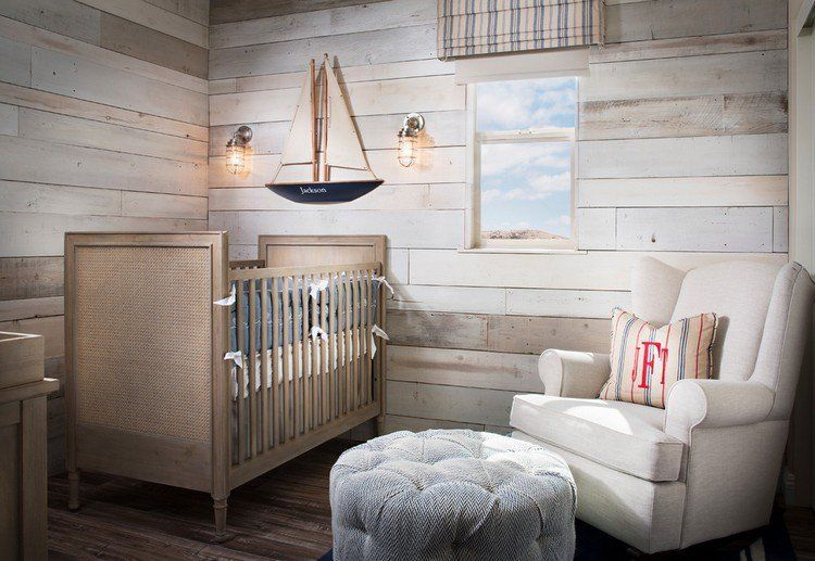 Chambre bébé de style campagne chic décorée dun lambris mural bois blanchi