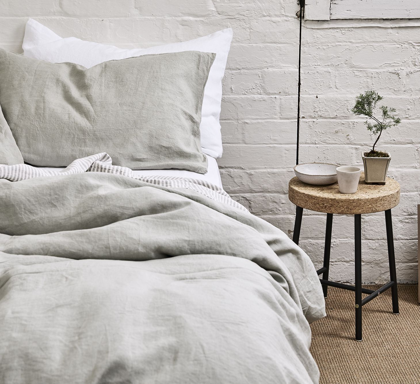 Thoughtful essentials for everyday life. IN BED focuses on