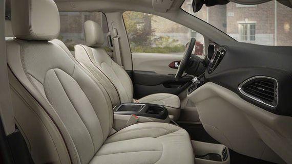 Salon Minivena Chrysler Pacifica 2017 Krajsler Pasifika 2017