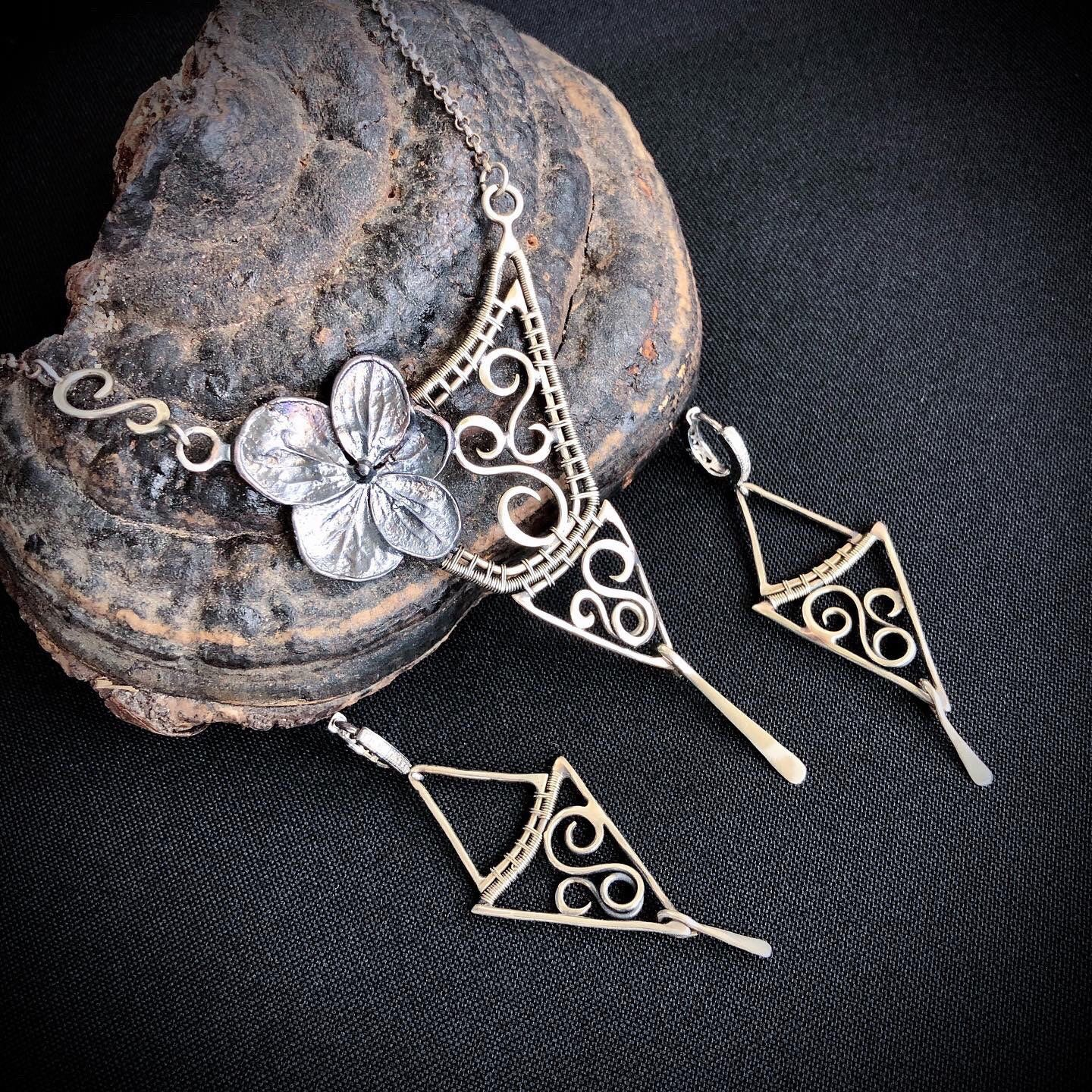 Wire wrapped jewelry set. Real hydrangea flower - silver plated.
