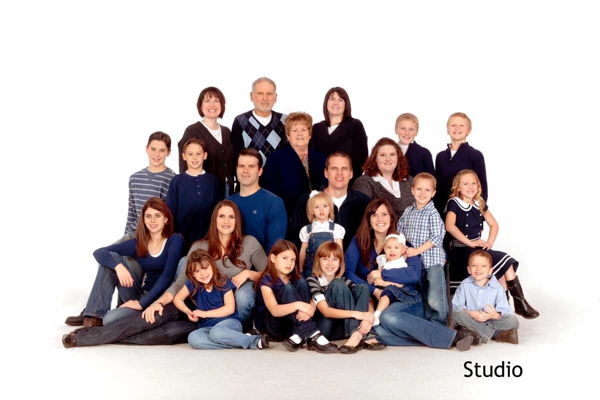 Family Photo Viewing Gallery For Large Family Picture Ideas Family Photos