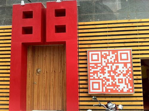Here\u0027s a door that not-so-subtly reminds you it\u0027s a Chinese door & Here\u0027s a door that not-so-subtly reminds you it\u0027s a Chinese door ...