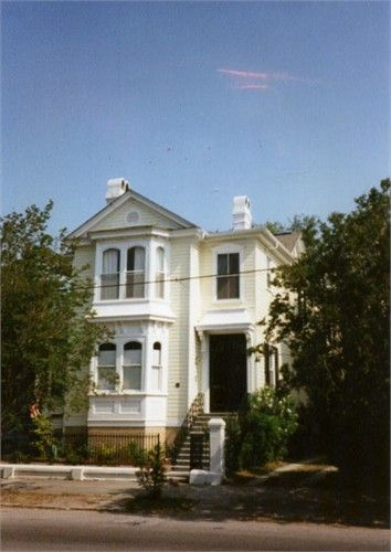 130 Broad St. Charleston, SC. The house my great-grandmother grew up in! #southernbelles