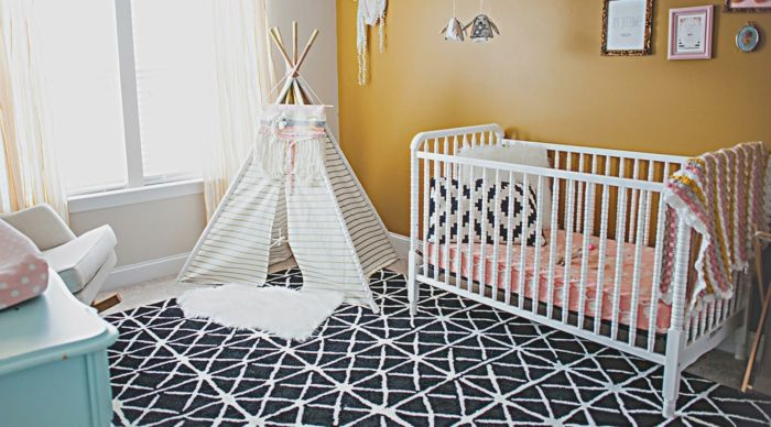 Inspirational babyzimmer dekoration wei es bett zelt im zimmer pelzteppich schwarz wei es kissen bilder spielplatz im zimmer
