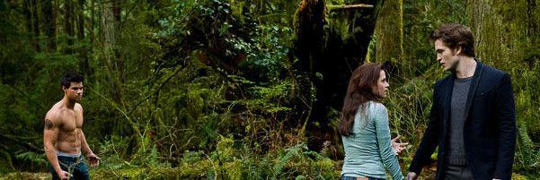 """Bella, Edward e Jacob apareceram na quarta posição entre o """"Top 10 dos Triângulos Amorosos Mais Quentes"""" do cinema, devido à sua tensa relação em Twilight, na lista feita pelo site VH1."""