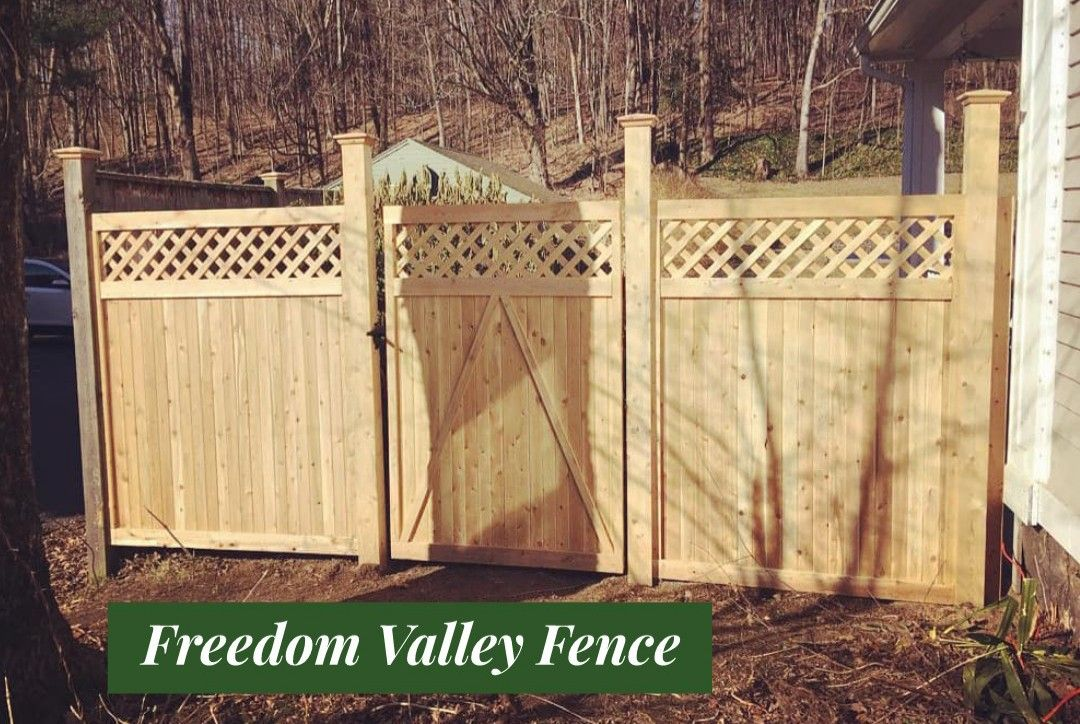 Cedar Stickade Privacy Fence With Lattice Topper And Gate Mailbox Installation Pool Enclosures Fence