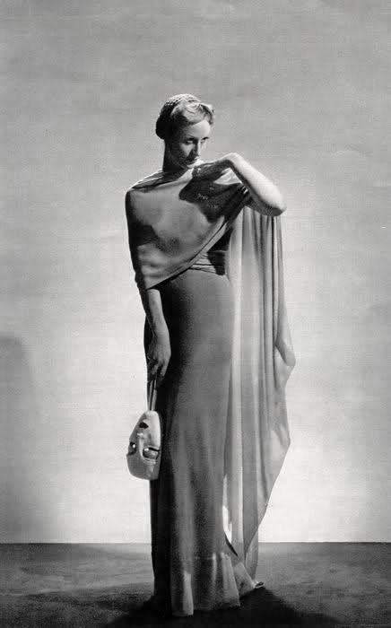 Elsa Schiaparelli, 1936 design. I love the layer and the layer wrap around her body. Other thing i notice, is the mask that she holds on her hand. Look really wicked, and i love wicked!