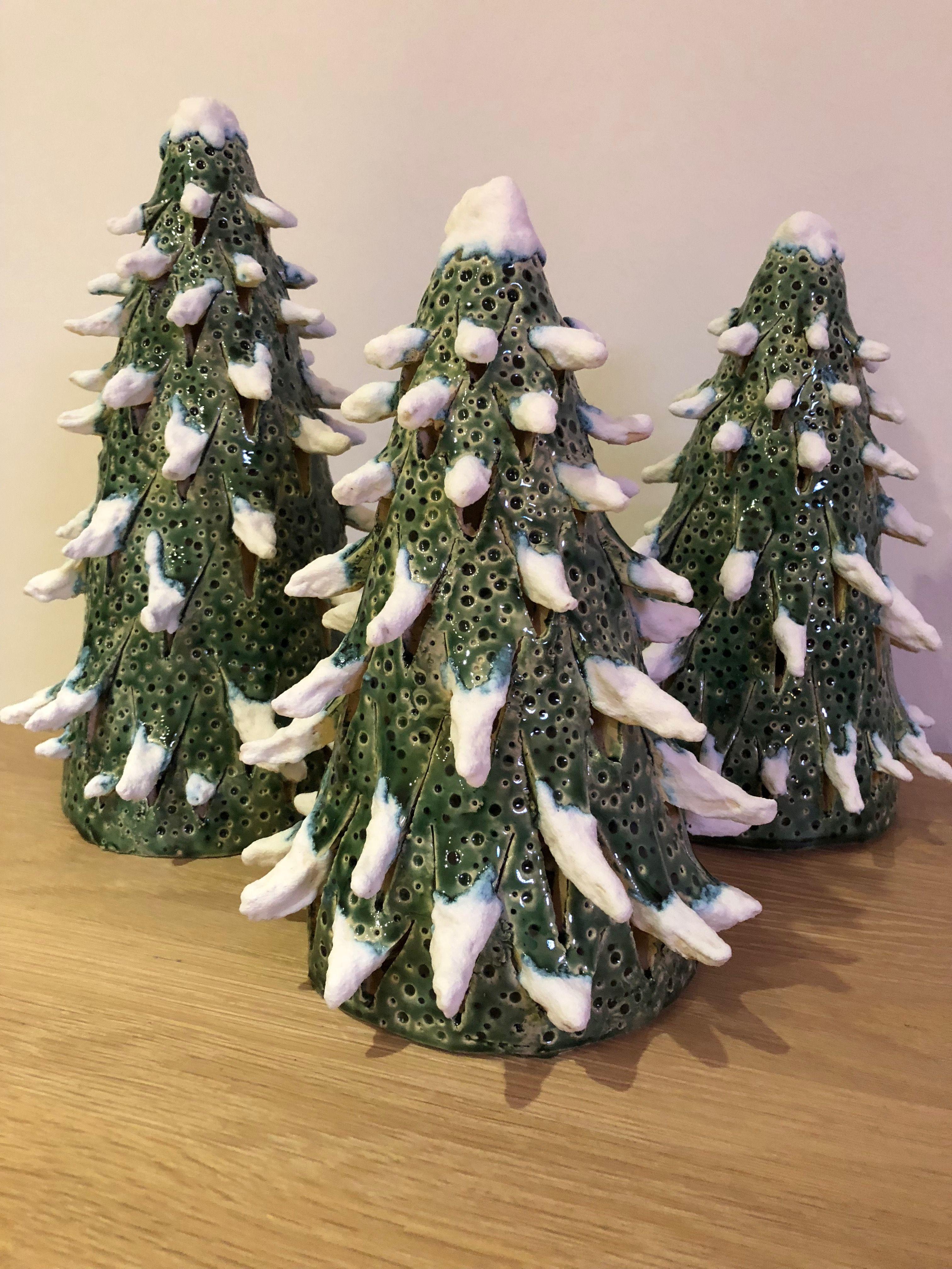 keramik tannenbaum mit schneeglasur  keramik ideen