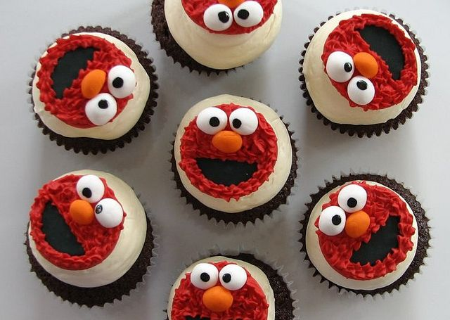 Elmo cupcakes.