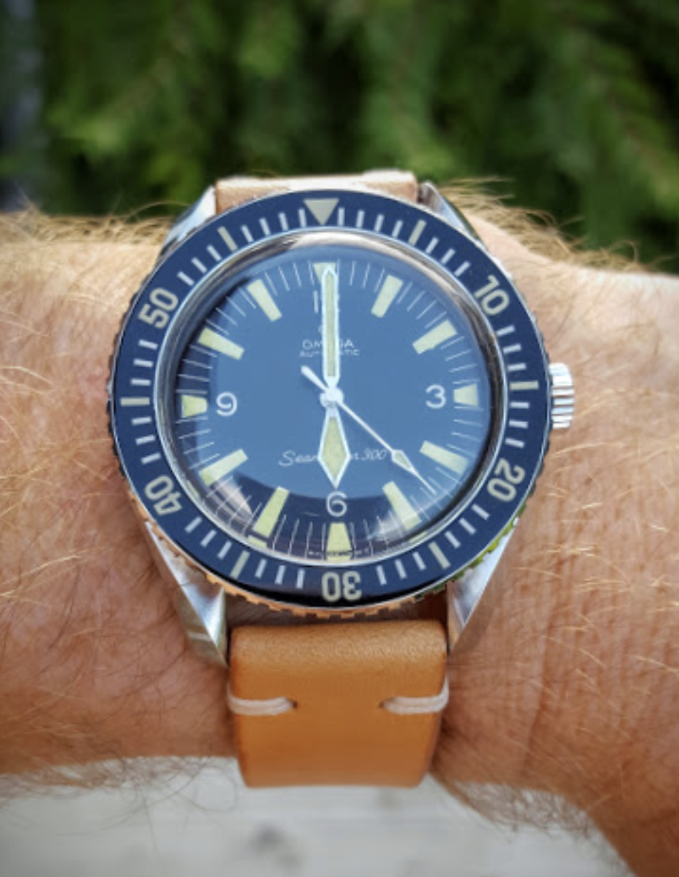 Beautiful Vintage OMEGA Seamaster 300 Diver In Stainless Steel Circa 1960s - https://omegaforums.net Omega Seamaster Seamaster300 SM300 Vintage Menswear Mensfashion Wristshot Womw Wruw Horology Classic Timeless Watches Watchporn Fashion Style Preppy Montres Uhren Orologio Diver Diving Cal552 Calibre552