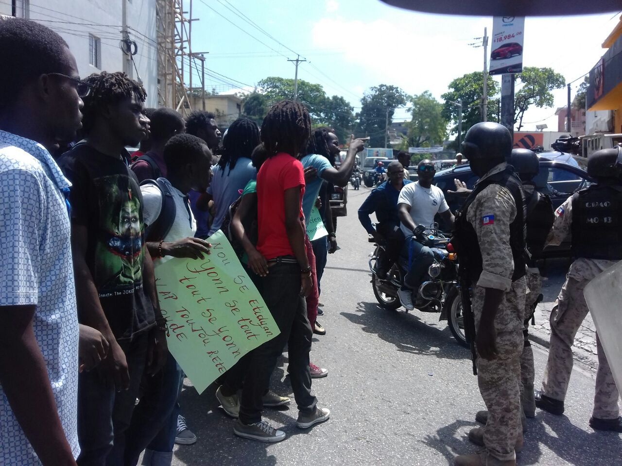 """HaitiInfoProject on Twitter: """"Stand-off btwn police & student protesters yesterday in PAP, #Haiti. Students blocked roads accusing  pres. #Moise of drug trafficking. https://t.co/xKH6VTQgrf"""""""