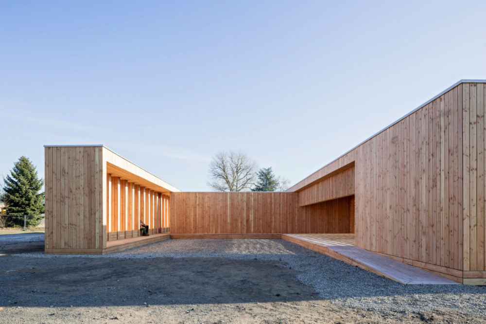 German Architecture Students Design Wooden Community Shelter for Refugees in Mannheim - Arch2O.com
