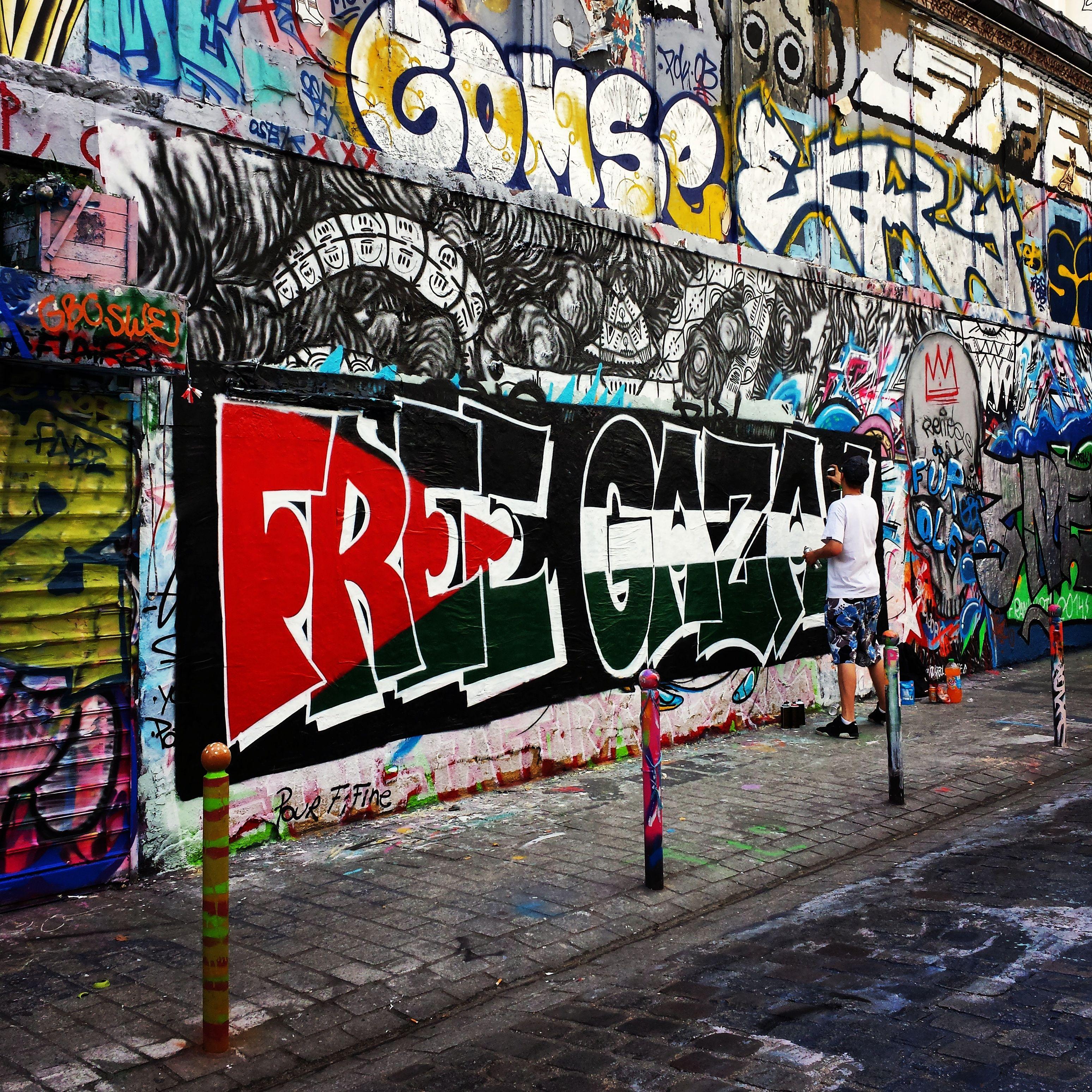 Street Art - Rue Dénoyez in Paris, Île-de-France