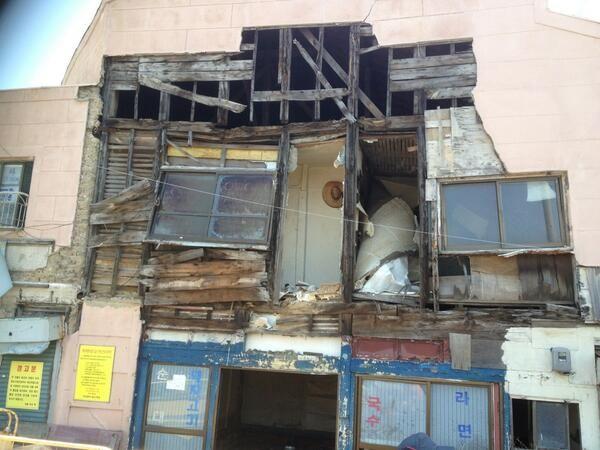 Doong @Marcella Spolar / 리모델링한 일제시대건물이 철거 되고 있다. / 부산 영도 / #골목 #집 #골사 #철거 / 2013 05 13 /