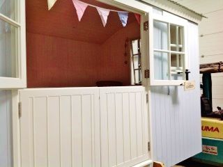 Admire The Garden From This Ashwood Hut With Double Stable Doors!