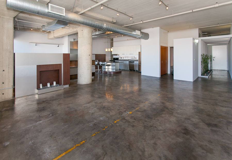 Great Los Angeles Loft In The Old Toy Factory Ious Open Floor Plan With Cement Floors