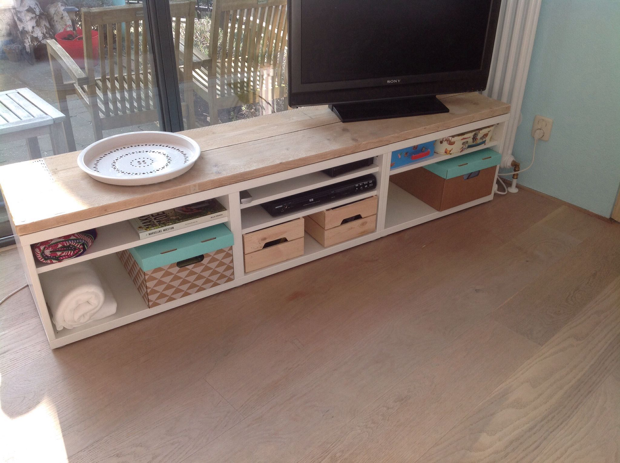 Besta kast Ikea met steigerhout   Made with love by Marieke   Pinterest