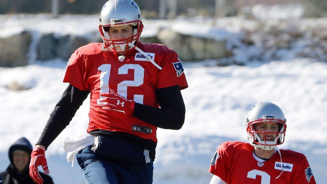 What S Going On With Tom Brady S Throwing Hand Tom Brady Espn What Goes On