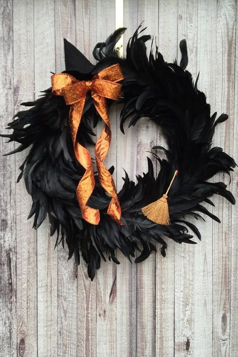 15 Spooky and Chic Halloween Wreaths -   25 halloween crafts wreath