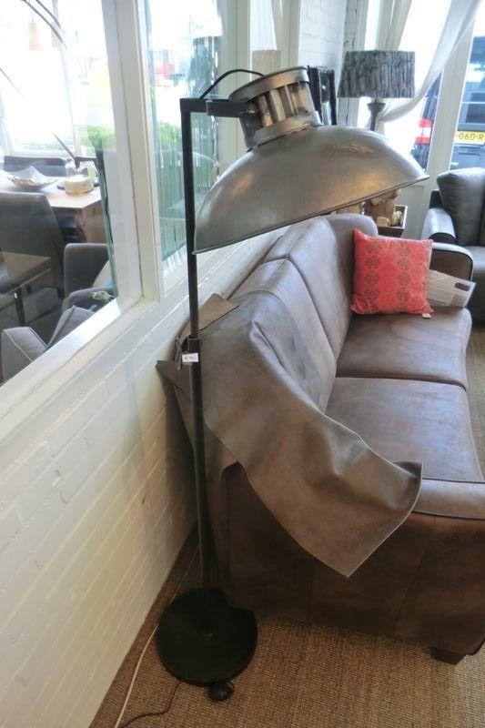 Prachtige moderne lamp! kom snel kijken bij wortman meubelen