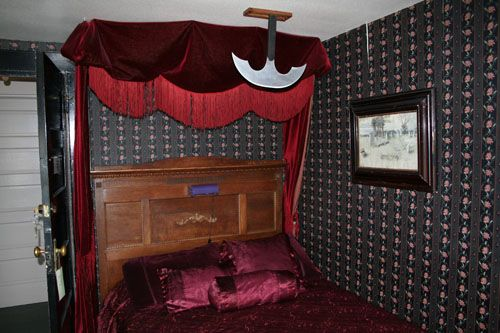 Sylvia Beach Hotel In Newport The Edgar Allan Poe Room Oooh Look At That