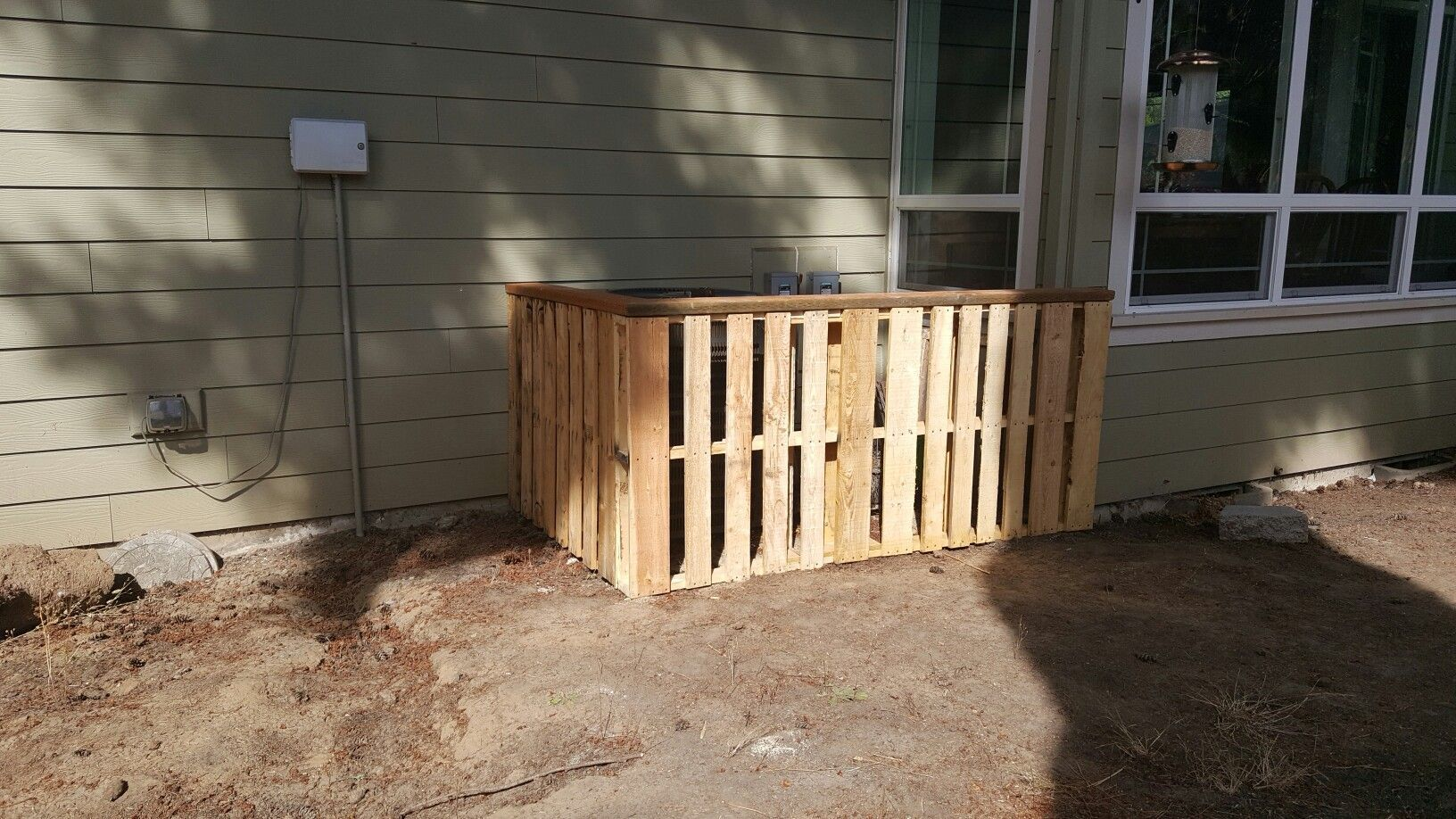 Pallet Board Fence Around Ac Unit Board Fence Pallet Unit In 2020 Pallet Board Fence Pallet Boards Pallet Fence