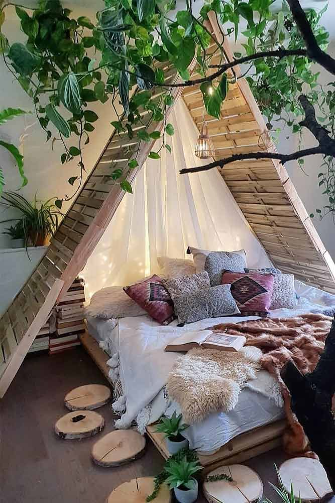 Boho Bedroom With Cabin Bed Konzept #stringlights ★ Best canopy beds ideas, mod..., #Außendekor #backyard #bedroom #bedroomdesign #bedroomideas #Feuerstelle #firepit #Hinterhof #homedecor #outdoordecor #Schlafzimmer #SchlafzimmerDesign #SchlafzimmerIdeen #Wohnkultur #décorationmaisoncocooning