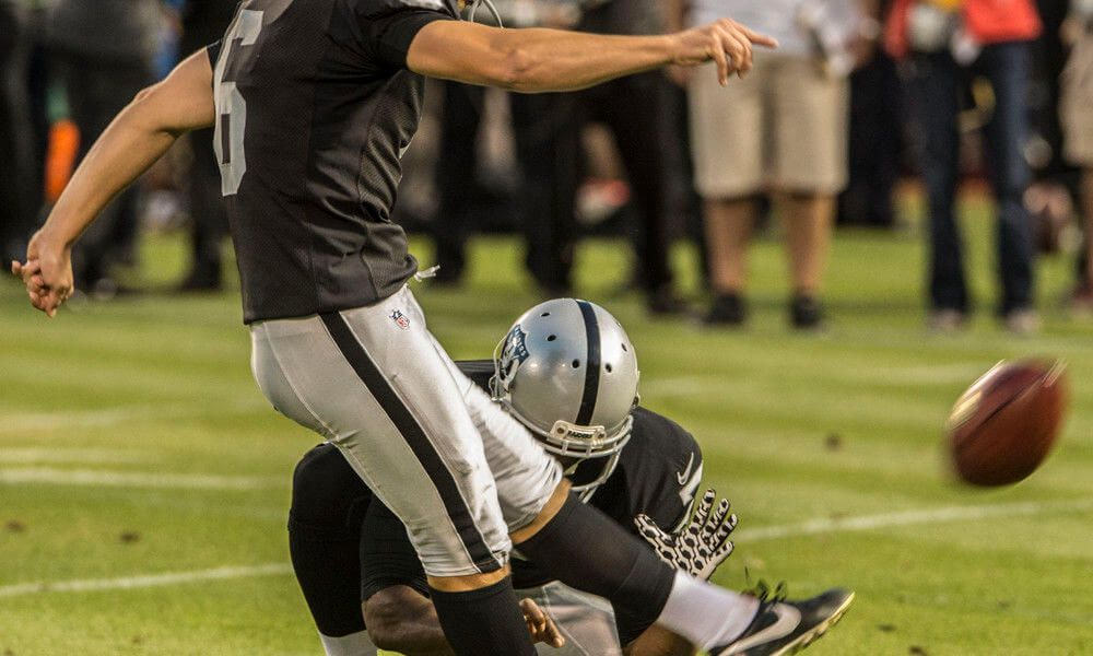 Raiders backup kicker unleashes inner defensive lineman = Oakland Raiders backup kicker Giorgio Tavecchio has done something fairly unorthodox in training camp: volunteer to allow the team's defensive players to.....