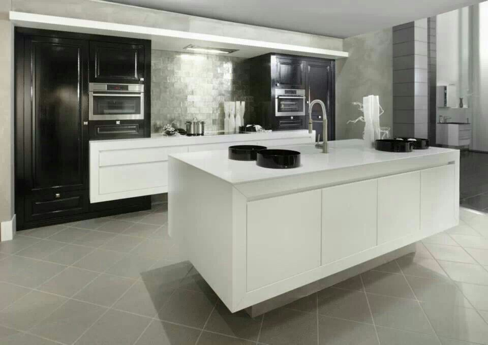 Cocina moderna con isla central cocinas modernas modern for Cocina integral con isla central