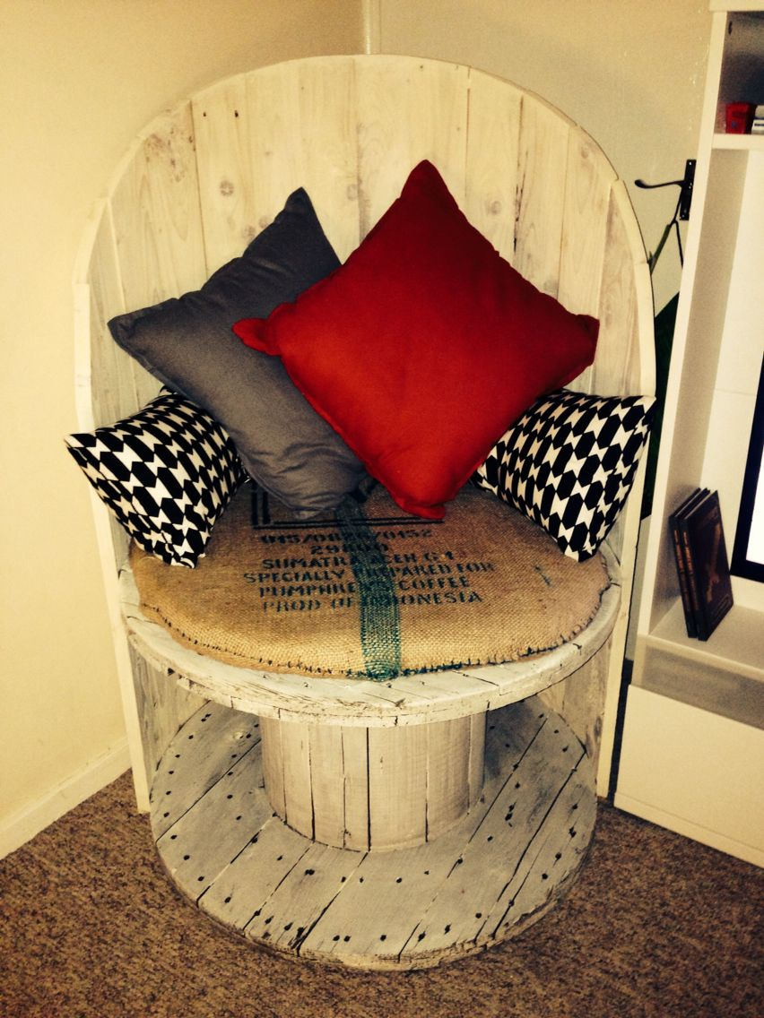 upcycled recycled cable drum love it painting pinterest holz m bel and diy m bel. Black Bedroom Furniture Sets. Home Design Ideas
