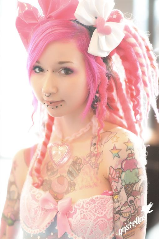 Bubblegoth being a goth AND rocking pink. :D