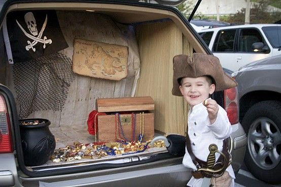 10 Days of Thrifty Halloween Ideas Day 10 (Trunk or Treat - how to decorate your car for halloween