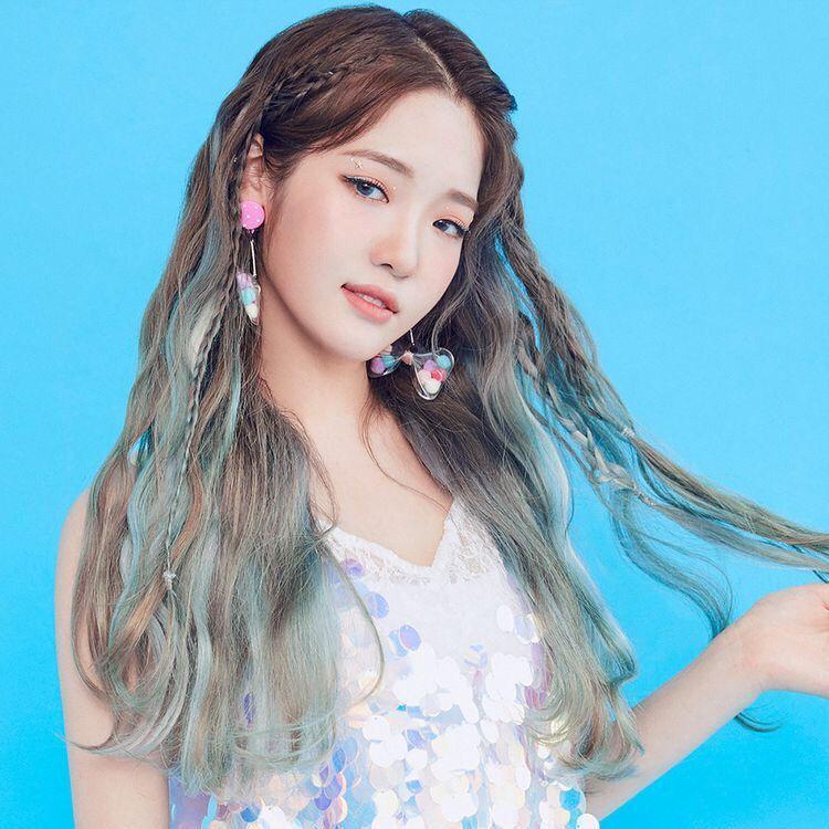Fromis 9 Jisun Fromis 9 Rohjisun Source By Blxckswan Kpop Idol Cool Hair Color Kpop