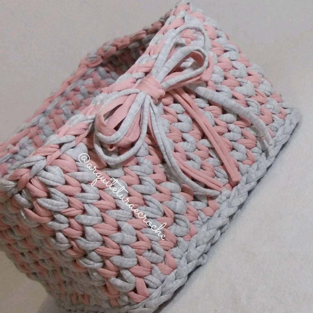 Boa noite!!! Cestinho cheio de amor! ❣ . #crochet #croche #handmade #cesto #fiodemalha #feitocomamor #feitoamao #trapilho #totora #knit #knitting #basket #decor #cachepo #ac_cesto #decoration #decoracao #artesanato #cestoartesanal #vaso #cachepodecroche #cestodecroche #cestorosa #boanoite #goodnigth