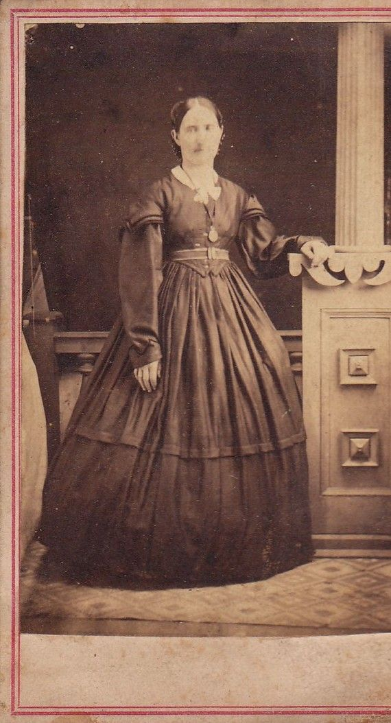 1862 1864 Day Dress Pictured On An Original Civil War Era Carte De Visite