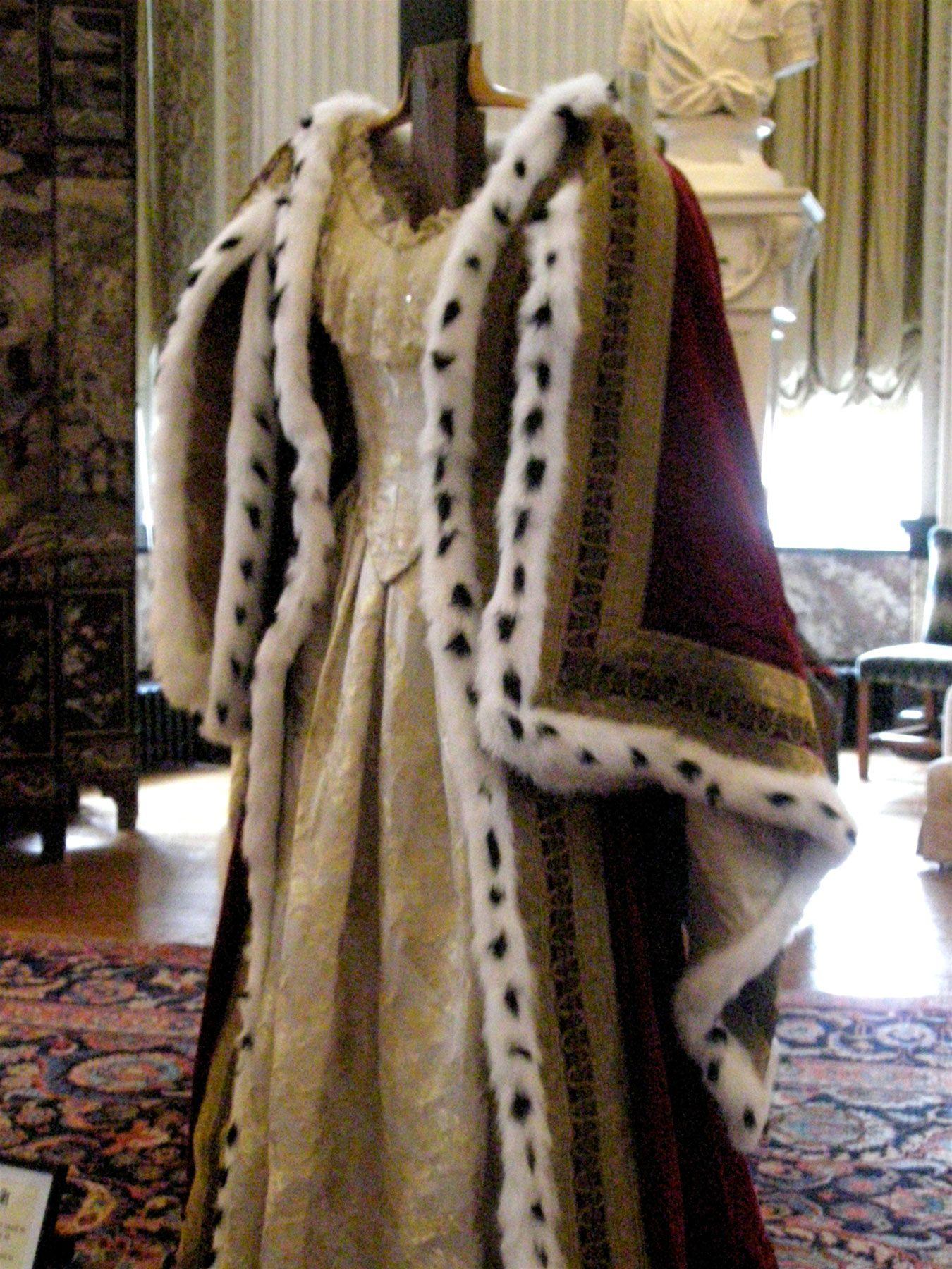 Queen Victoria\u0027s coronation robes