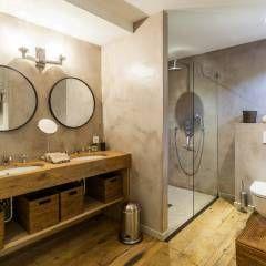 VILLA - GASSIN: Salle de bain de style de style Méditerranéen par PASSAGE CITRON