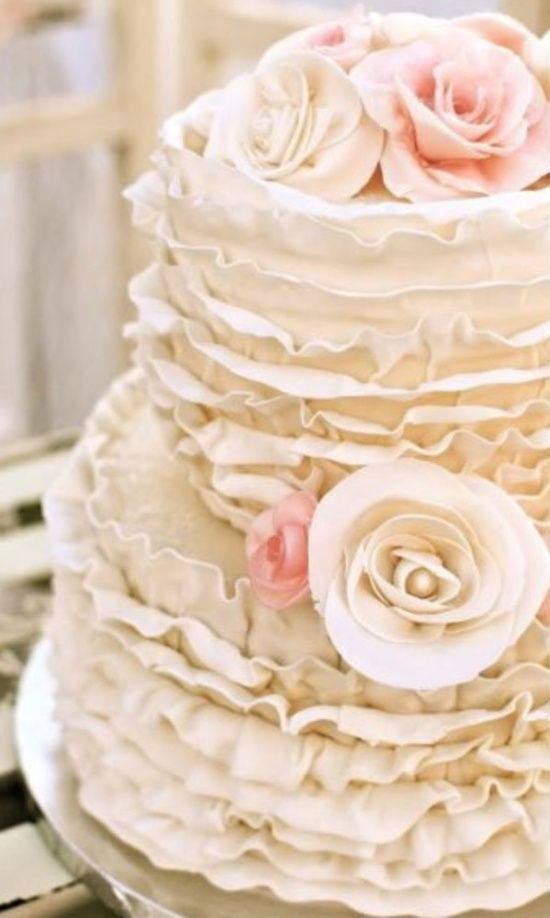 Love the texture and dimensions of this #weddingcake