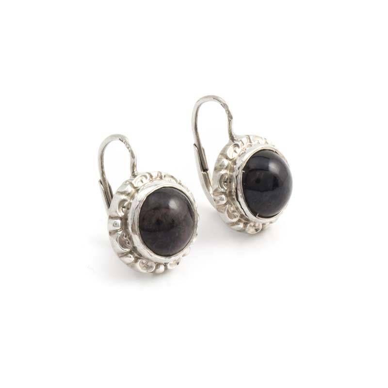 Deze geweldige zilveren art deco oorbellen met zwarte onyx koop je bij de leukste sieraden webshop in Nederland: Aurora Patina!