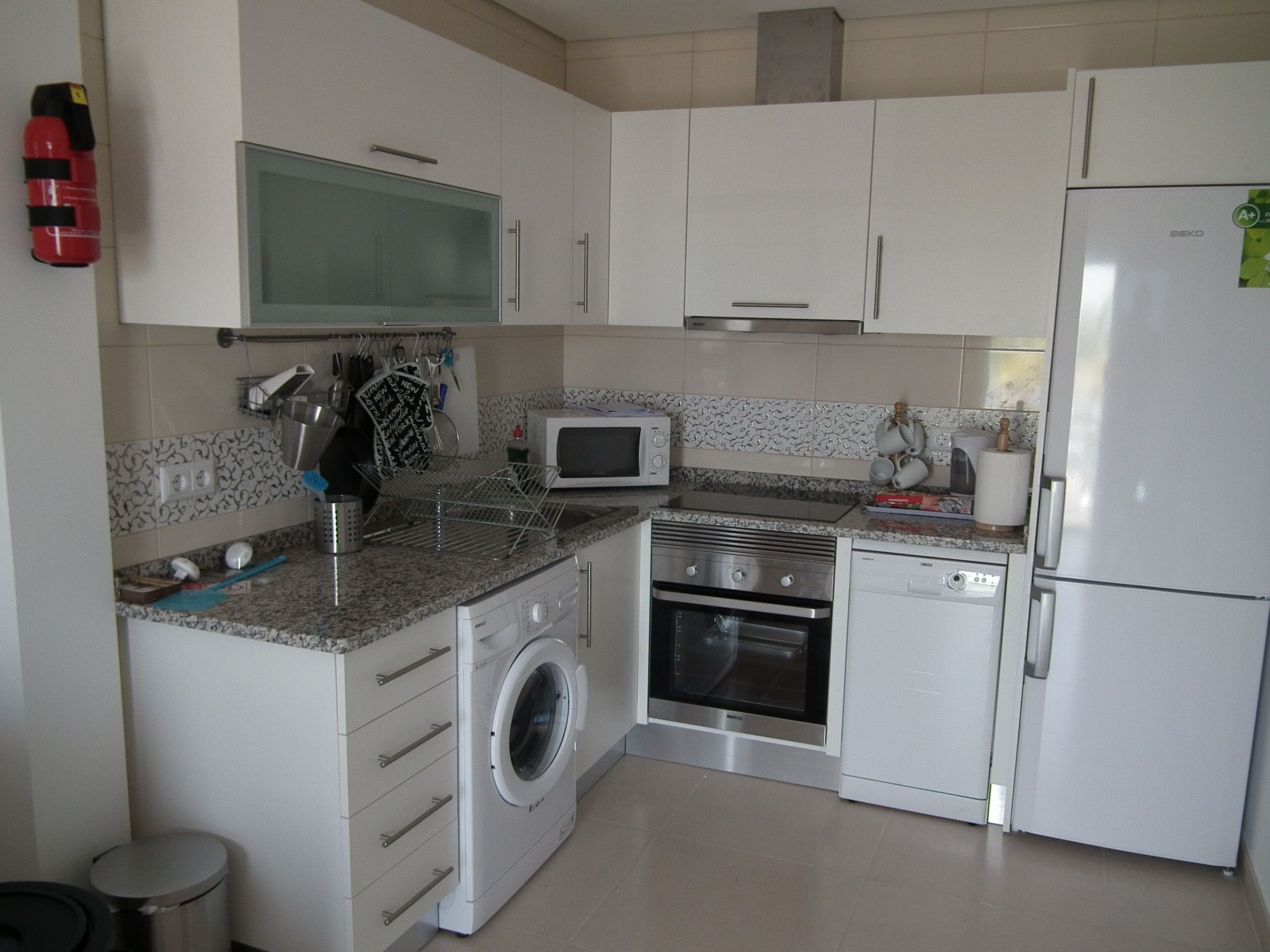 Great kitchen area. Fridge freezer washing machine