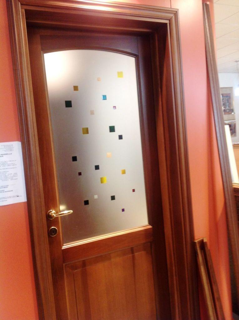 Porta in legno massello toulipier due bugne con vetro nella bugna sueriore con decorazione - Decorazioni porte interne ...