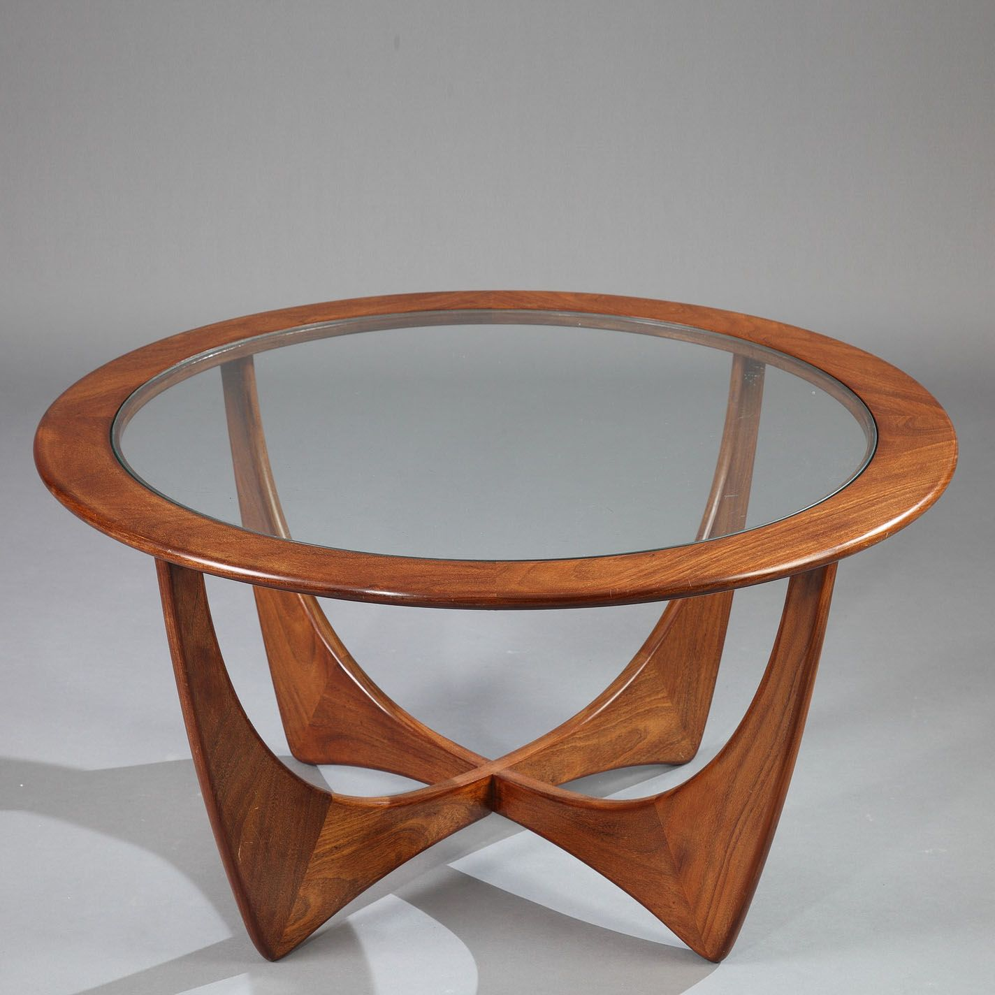 Table basse astro g plan et teck et verre de victor wilkins astro teak coffee table with glass top designed by victor wilkins in the g plan edition geotapseo Images